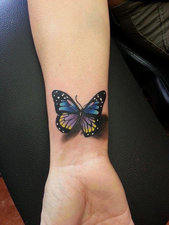 3д татуювання метелика на зап'ясті