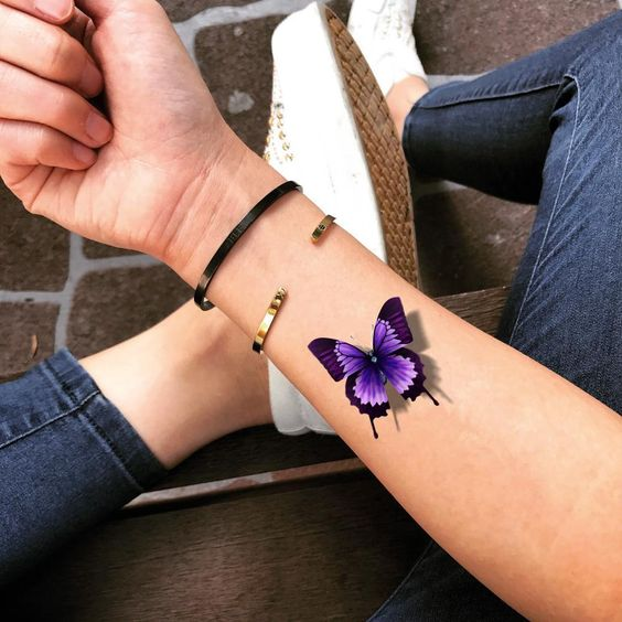 татуировка 3д бабочки на руке
