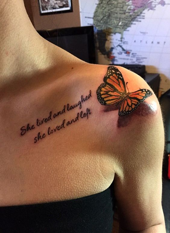 женская татуировка бабочки с цитатой