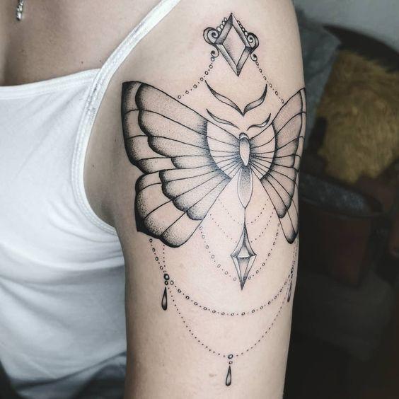 геометрическая татуировка бабочки