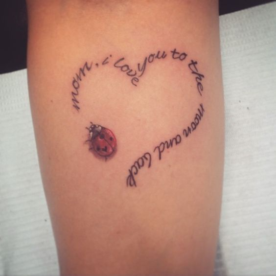 стильне татуювання у формі серця на руці