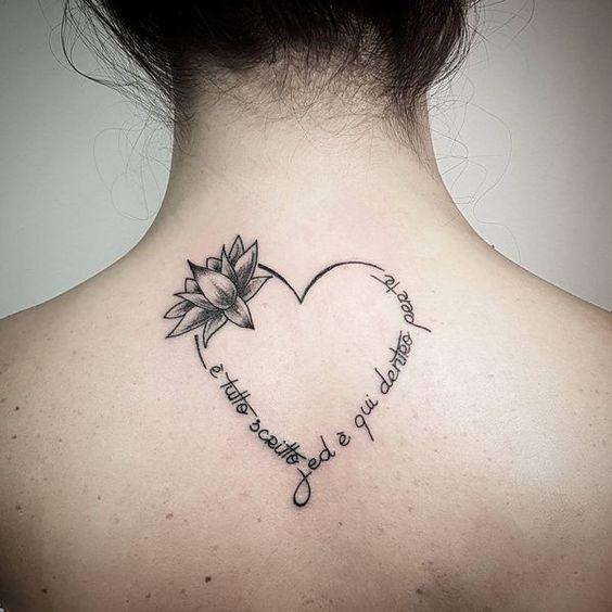 красивая татуировка у форме сердца на спине