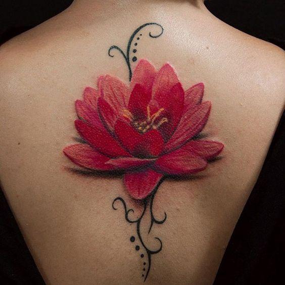 красный лотос тату на спине
