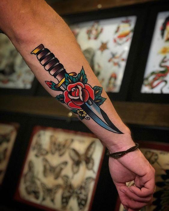татуювання кинджала і троянди