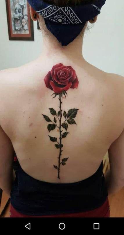 женская татуировка розы на спине