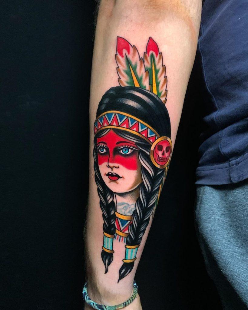 красочная женская татуировка