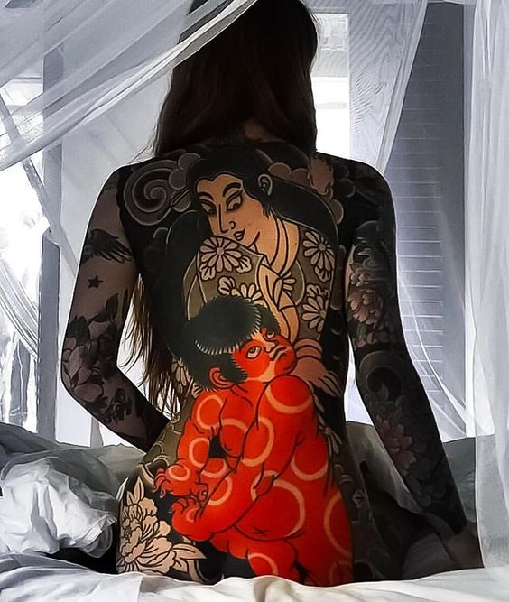 жіноче татуювання в японському стилі на всю спину