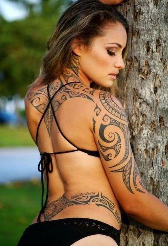 женская племенная татуировка