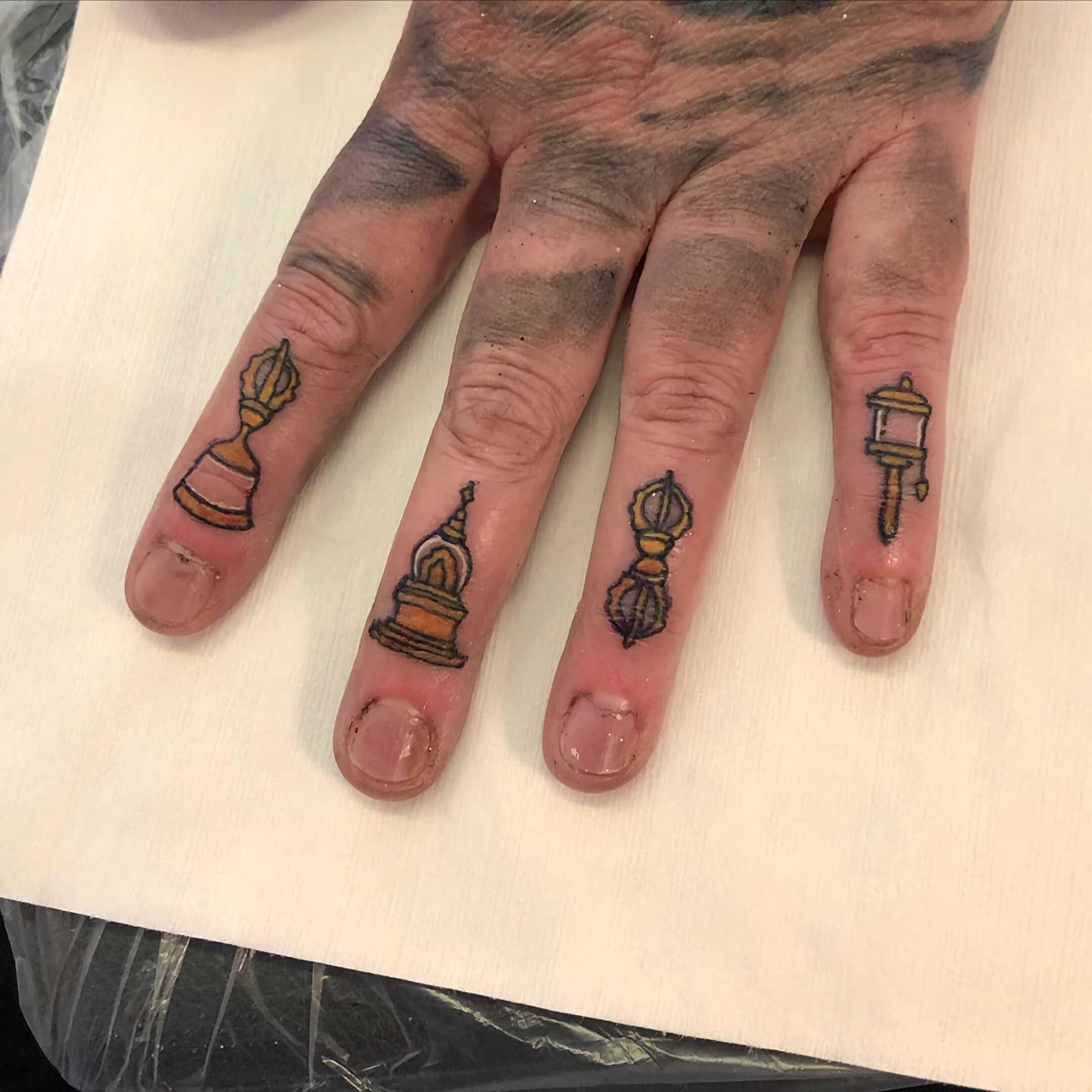 тату на пальцах для мужчин