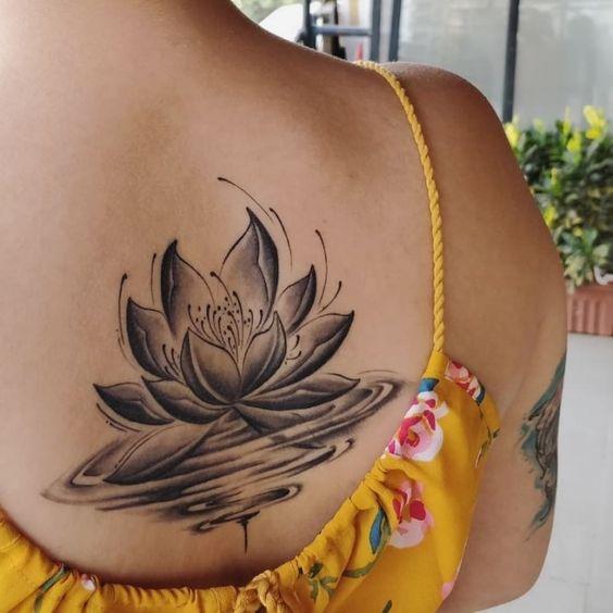 татуировка лотоса в воде