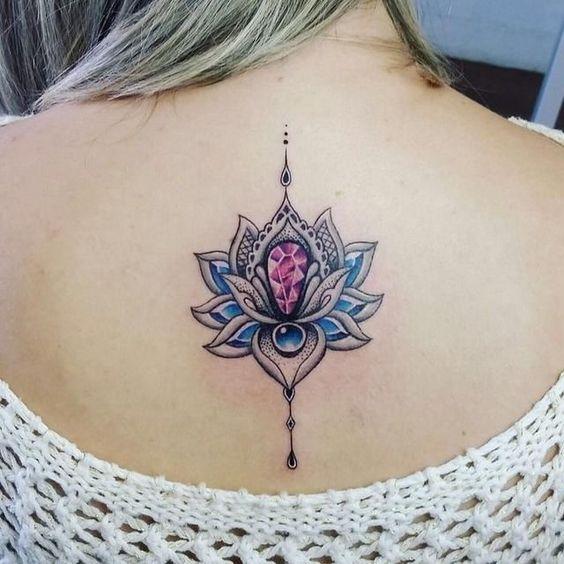 модная татуировка лотоса для девушек