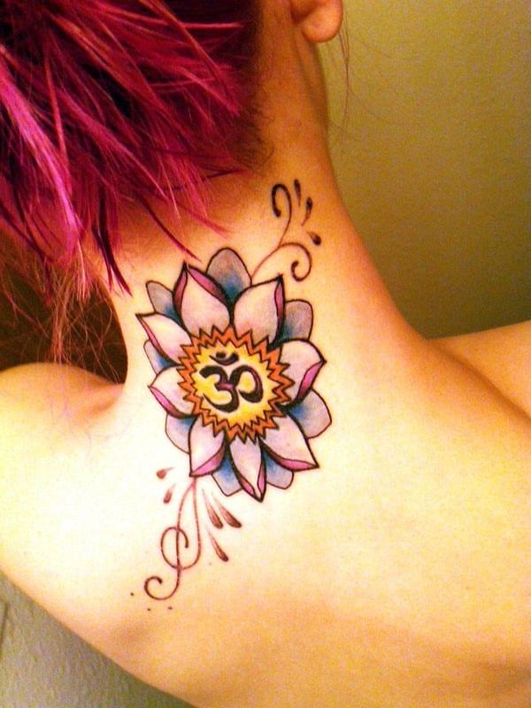 женская татуировка лотоса на шее