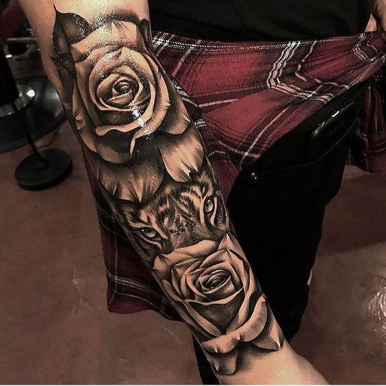 татуировка розы и тигра на руке