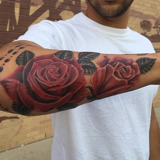 мужская татуировка красной розы