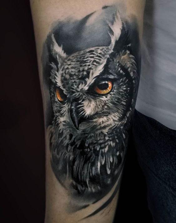 3д татуювання сови на руці