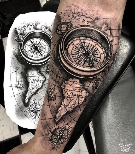 ескіз татуювання компаса з картою