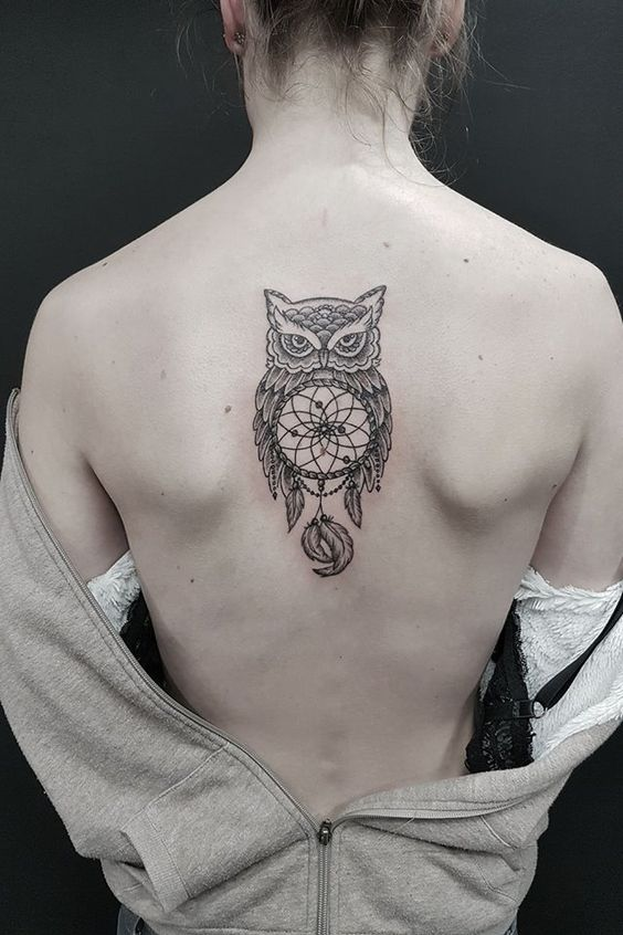 геометричне татуювання сови на спині