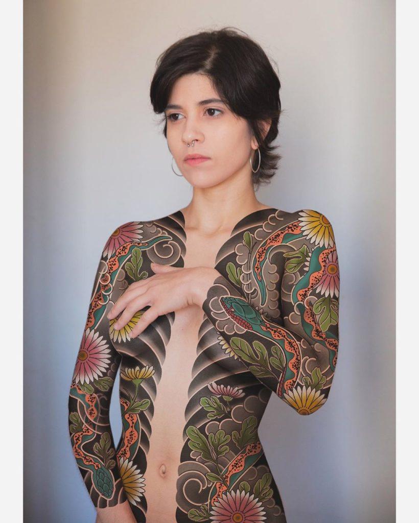 жіноче татуювання в японському стилі