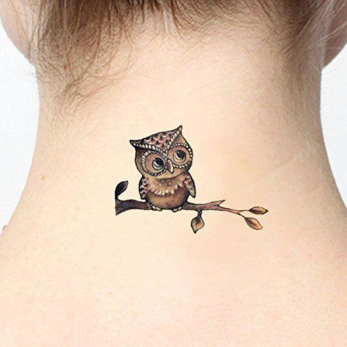 маленьке татуювання на шиї