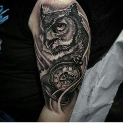 татуювання сови і годинника на руці