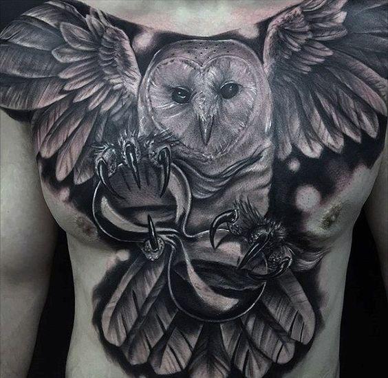 тату сови і часу на грудях