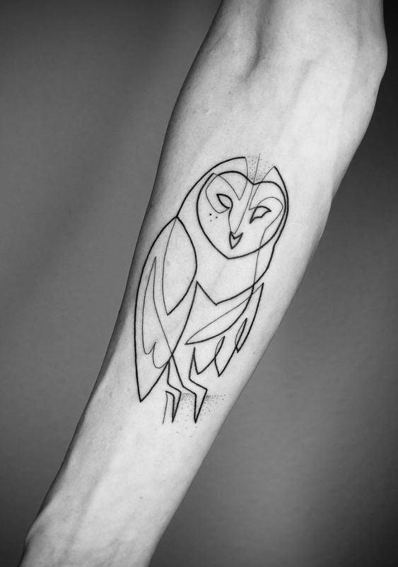 просте татуювання сови на руці