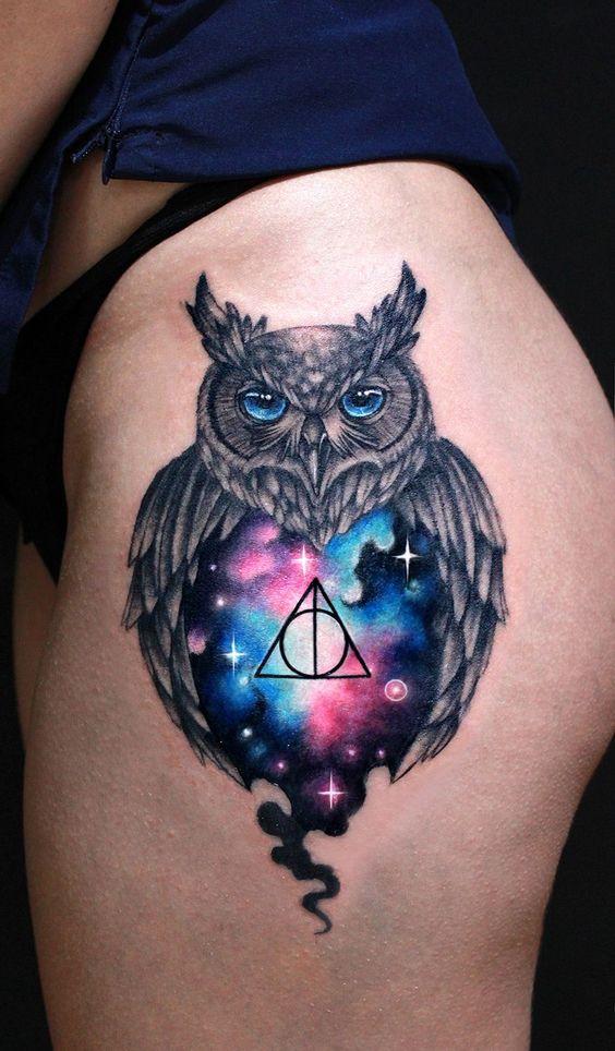 акварельне татуювання сови на стегні