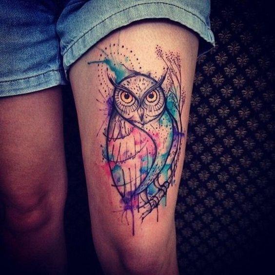 акварельне татуювання сови на нозі