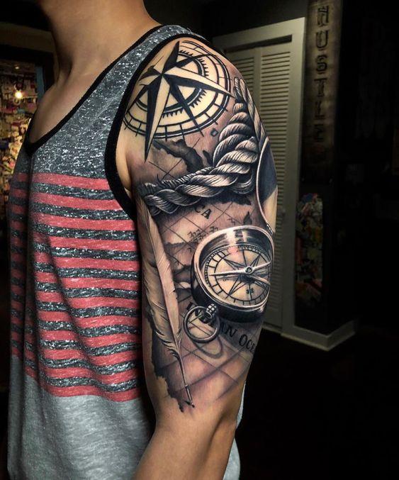 реалистическая татуировка с компасом