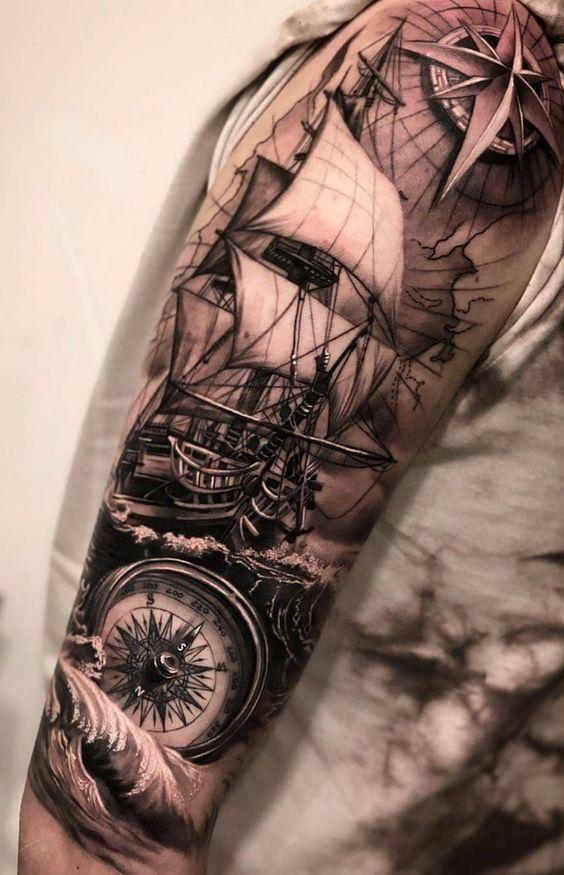 татуювання з кораблем і компасом для чоловіків