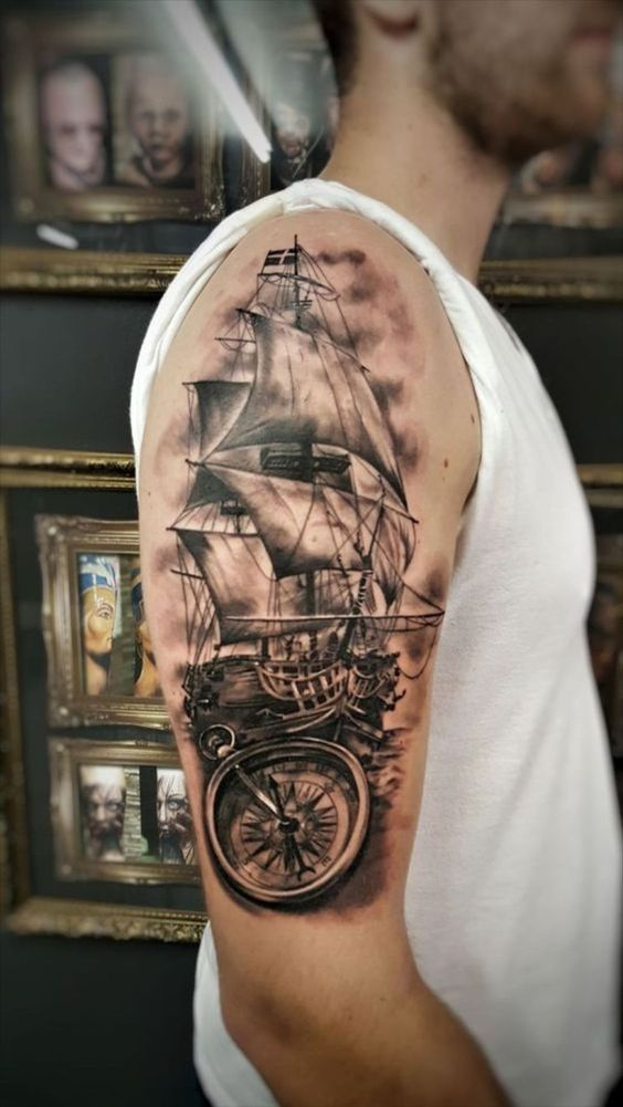 татуировка корабля и компаса для мужчин