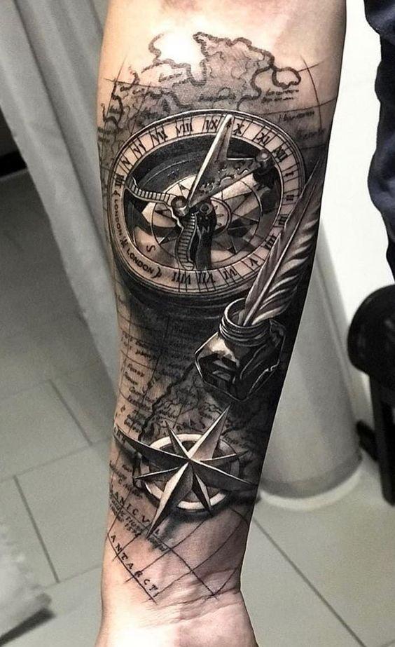 татуировка компаса и розы ветров на руке