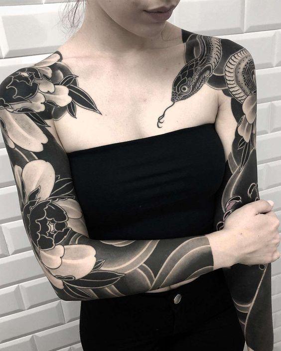 женский рукав со змеей в японском стиле