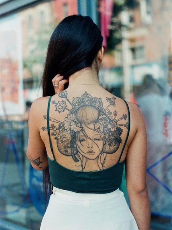 женская японская татуировка на спине