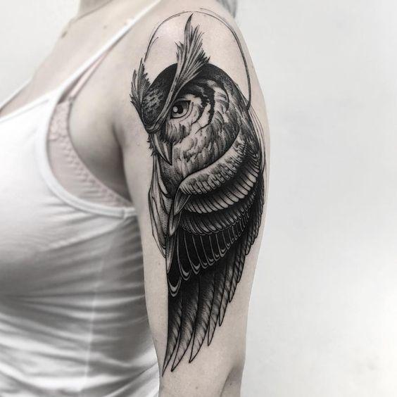 жіноче татуювання сови на руці