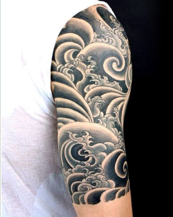 тату волн на руке в японском стиле