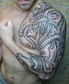 кельтская татуировка на плече