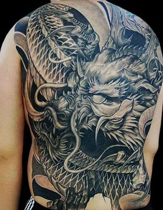 тату дракона для чоловіків на спині