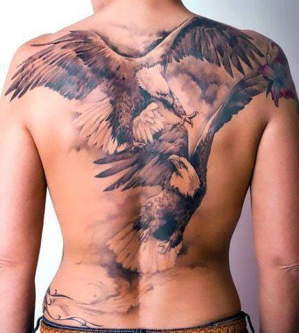 татуювання двох орлів на спині