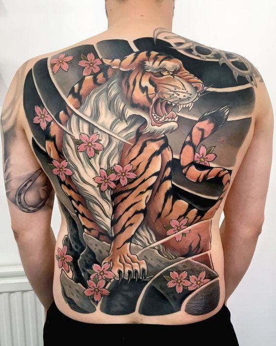 татуювання на всю спину в японському стилі