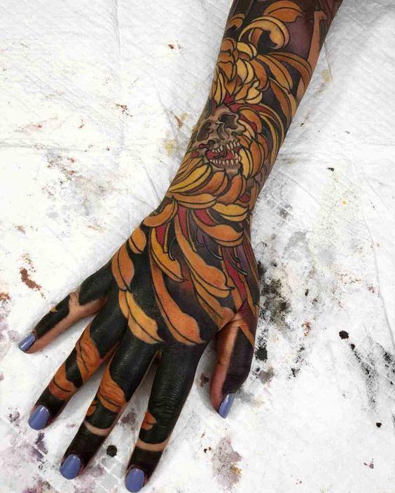 японская татуировка на руке для девушек