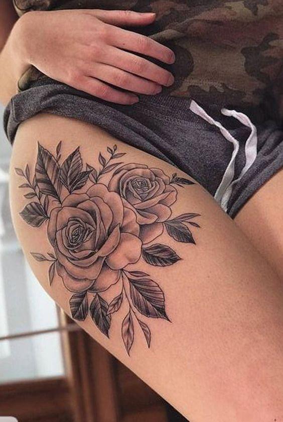 тату троянди на стегні