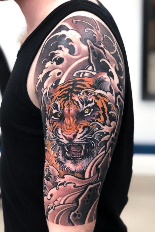 тату тигра на плече в японском стиле