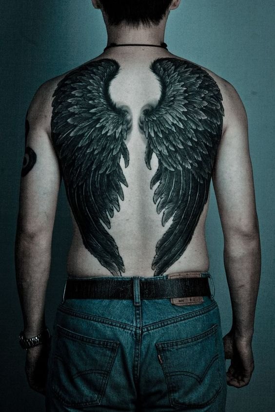 татуювання крил на спині для чоловіків