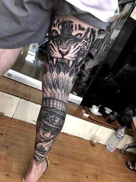 тату з тигром на нозі