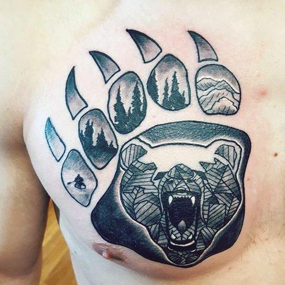 тату лапы медведя на груди