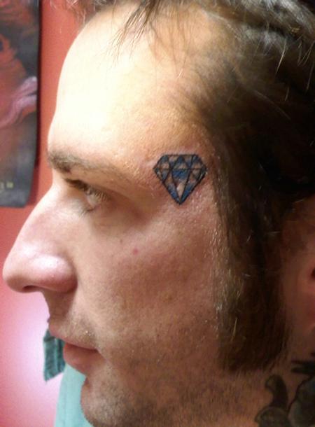 тату алмаза на лице