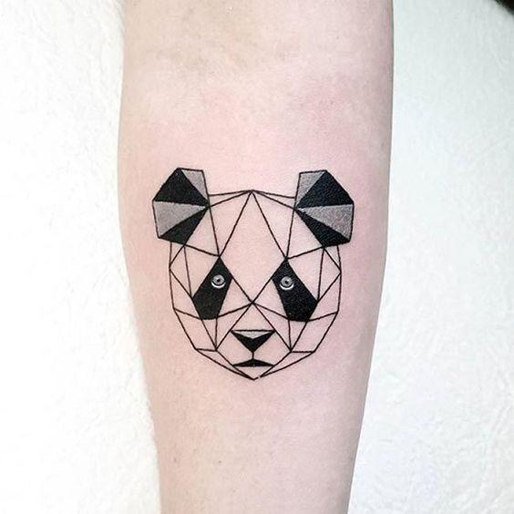 тату геометрической панды
