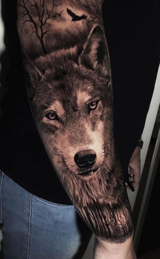 тату вовка і птиці на руці