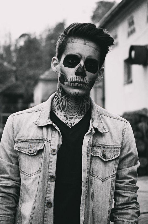 мужское тату черепа на лице